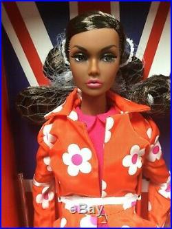 Fashion Royalty Poppy Parker Sunny Slickers Swinging London Nrfb #pp117