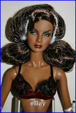 Fashion Royalty Vamp Agnes Close-up Doll Wclub NRFB