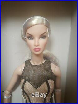 NRFB CONTRASTING PROPOSITION NATALIA FATALE doll Integrity Fashion Royalty FR2